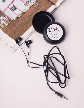 Навушники з принтом кролика  на чохлі | 238935-02-XX - A-SHOP